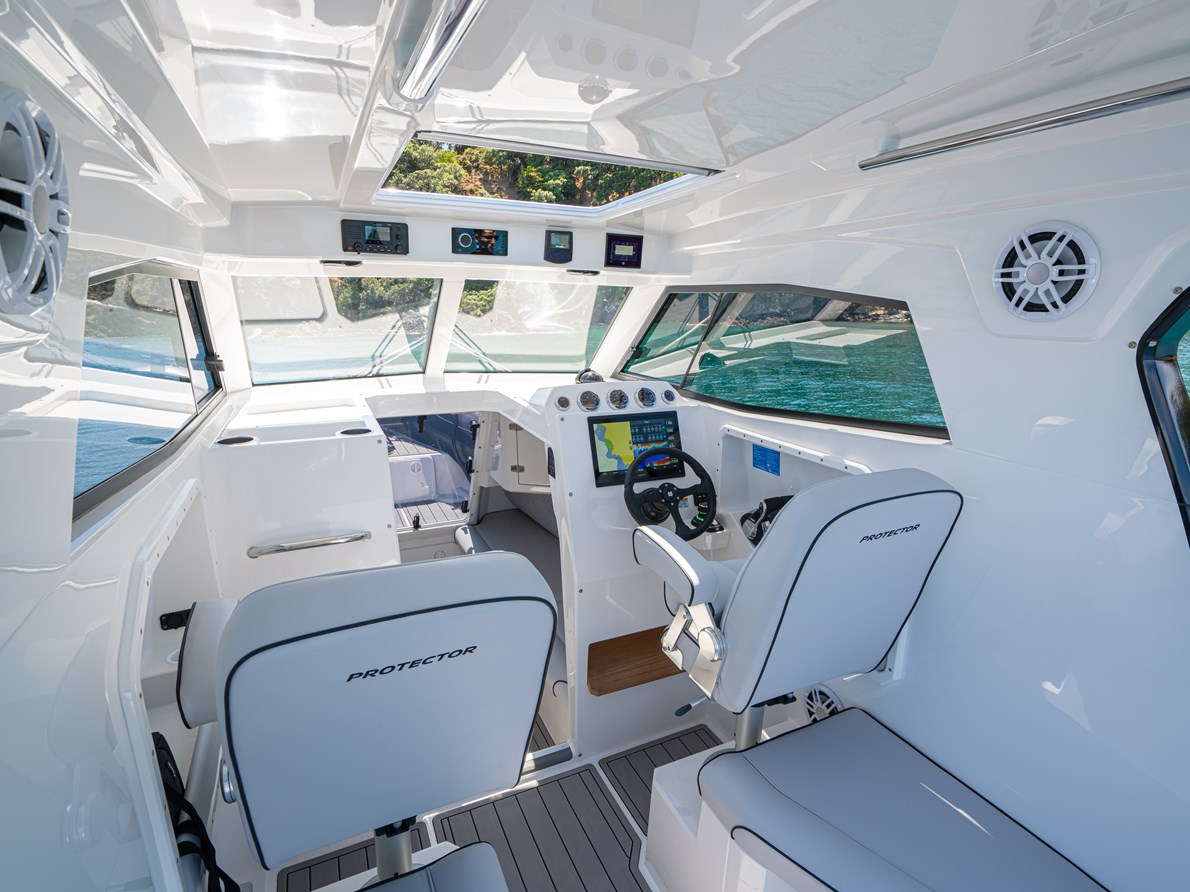 Bright, Spacious & functional pilothouse