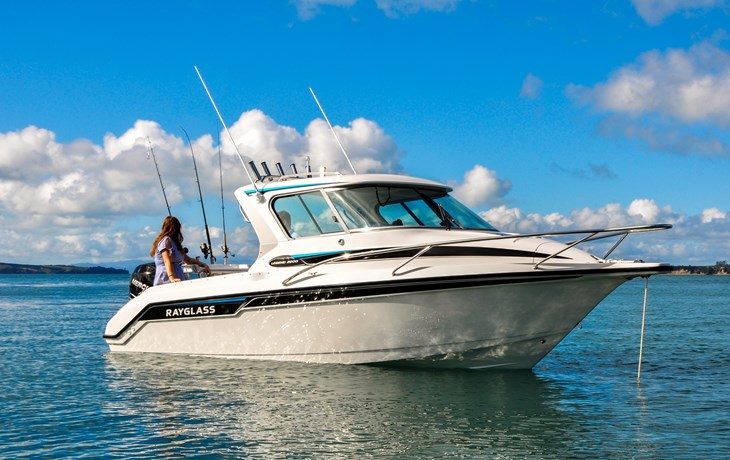 A CLOSER LOOK AT THE RAYGLASS LEGEND 2200: THE SUB 7 METRE ALL-ROUNDER
