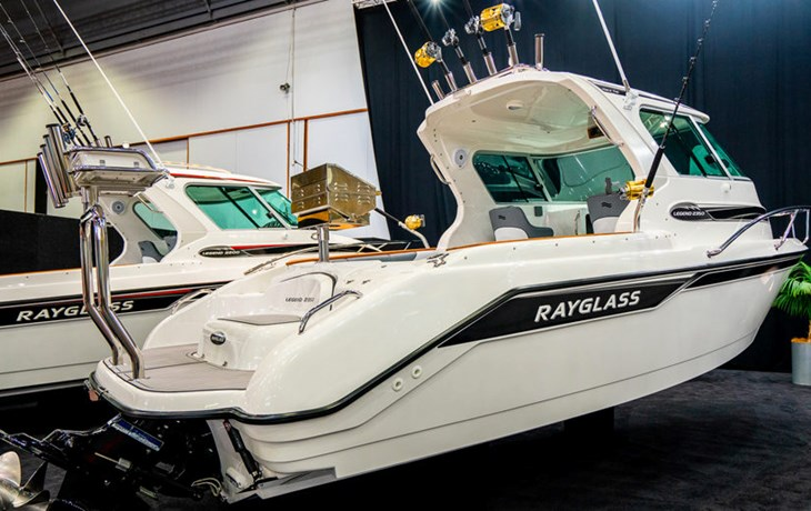 FISHING AND DAYTRIPPING ON THE RAYGLASS LEGEND 2350