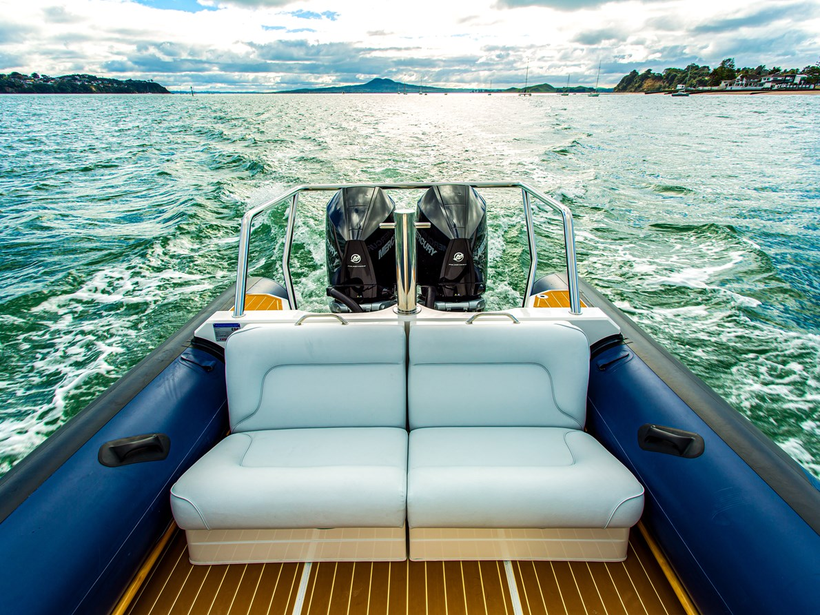 OPTIONAL LUXURY TRANSOM SEATS